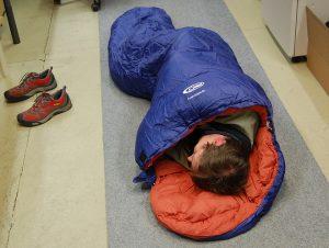 Sovsäck i klassrum